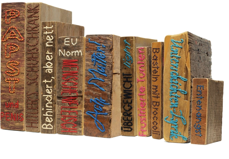 Iven Einszehn: Installation Bibliothek / diverse Buchobjekte